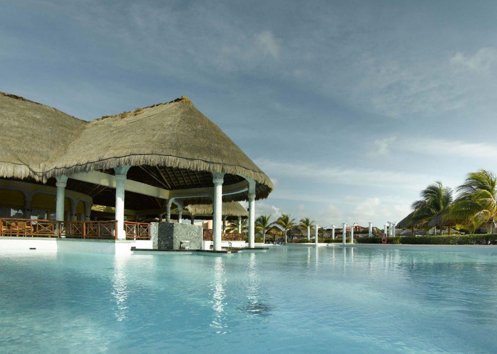 Grand-Palladium-Riviera-Maya-Complex-Piscina-principal