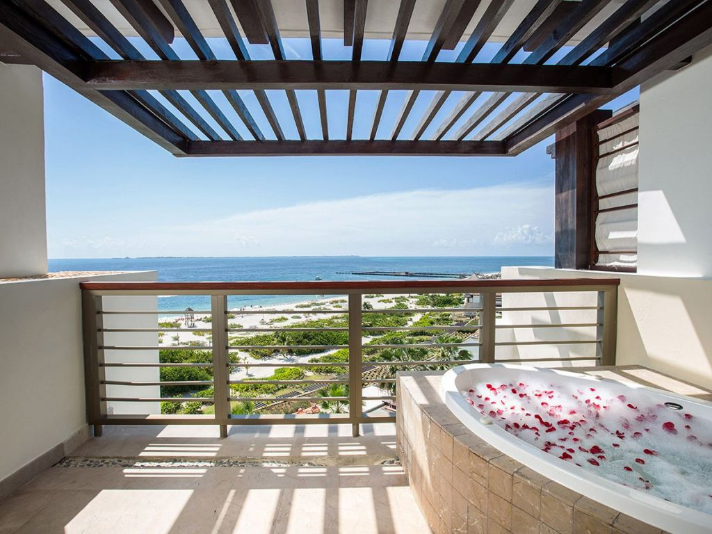 Preferred-Club-Master-Suite-Ocean-Front-terrace