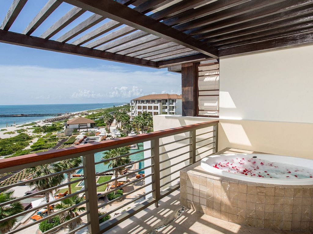 Preferred-Club-Master-Suite-Ocean-View-terrace