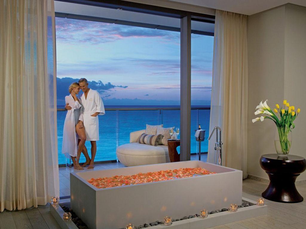 SEVCU_HoneymoonSt_Balcony_Coulpe_2