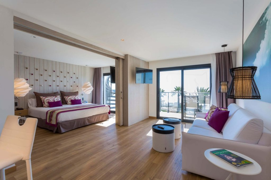 grand-palladium-white-island-master-suite3