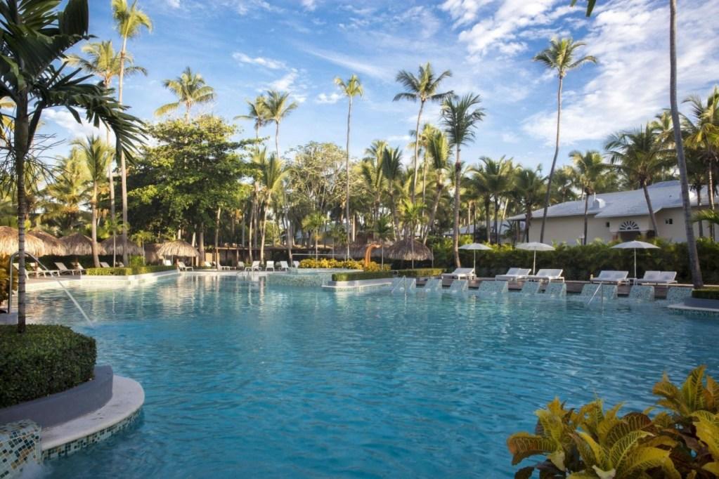 grand-palladium-palace-resort-spa-casino – pool