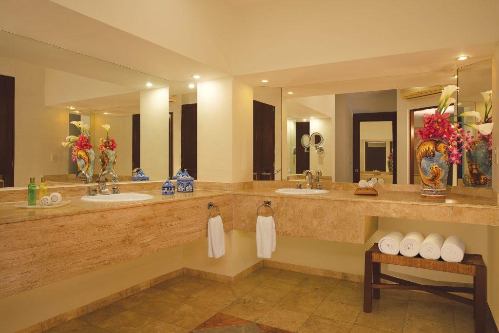 DREHU_PresidentialSt_Bathroom_1A