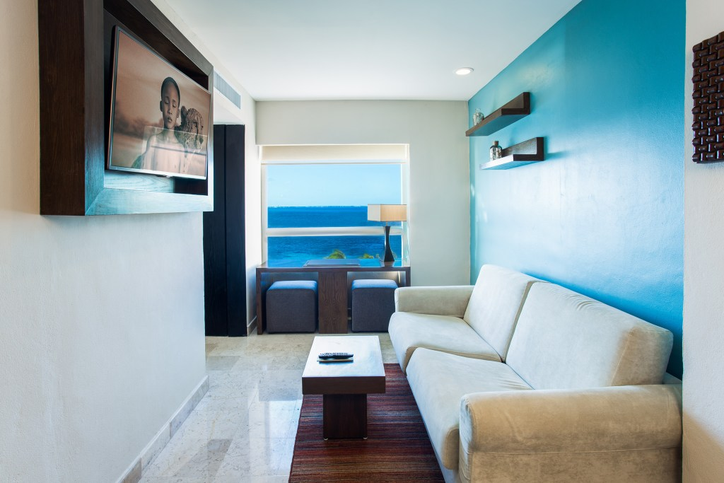 Preferred-Club-Corner-Suite-Ocean-Front-living-room