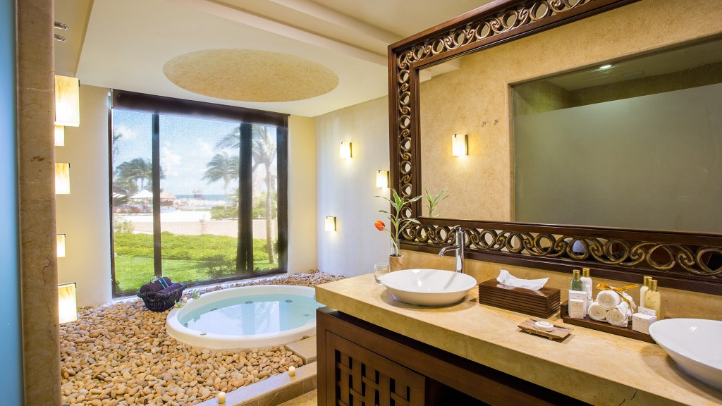 Preferred-Club-Ocean-Front-Presidential-Suite-Bathroom2