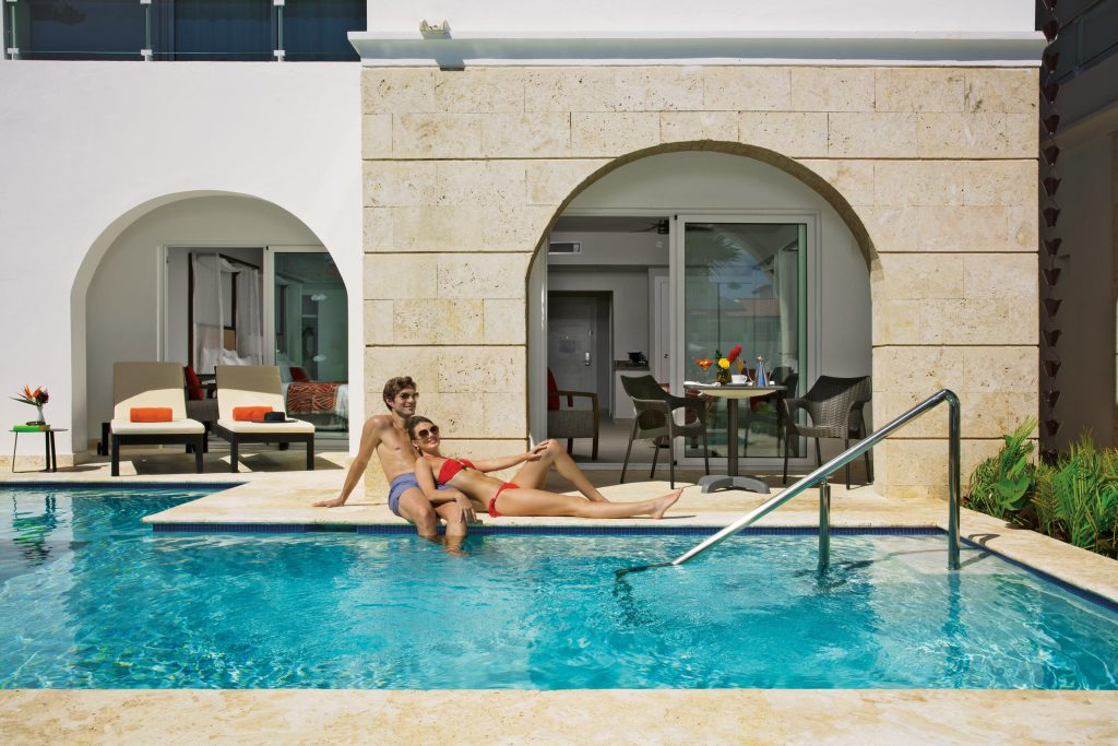 DREDL_Couple_Swimout_Terrace_2A
