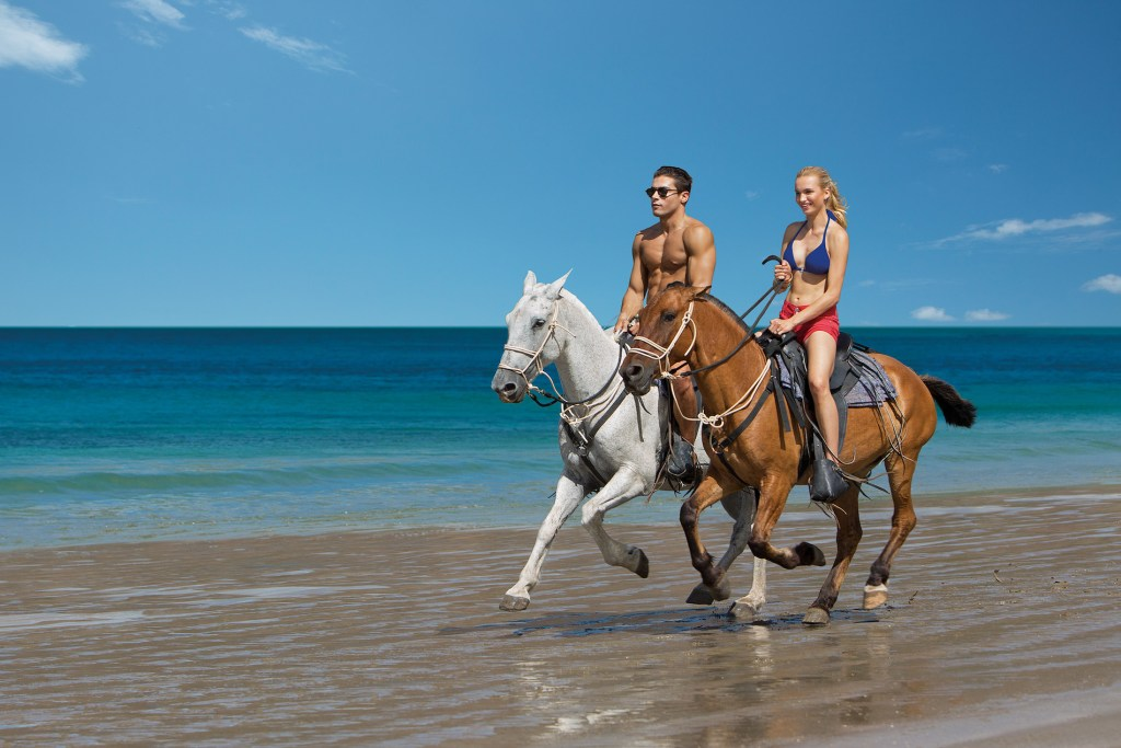 DRELM_EXT_HorseBackRiding_Beach_1
