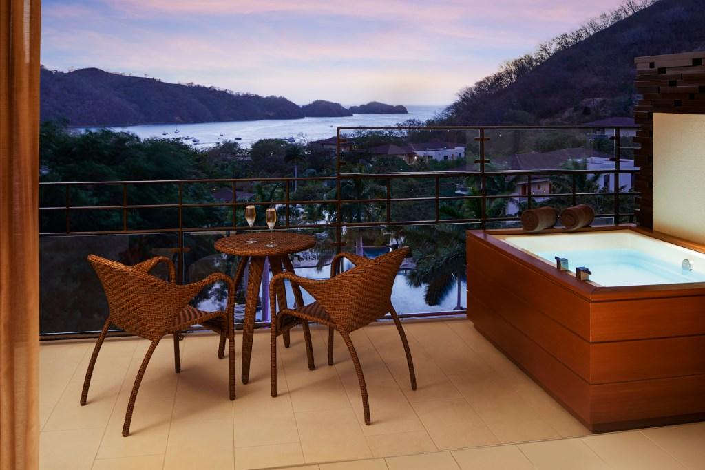 Junior_Suite_Ocean_View_balcony