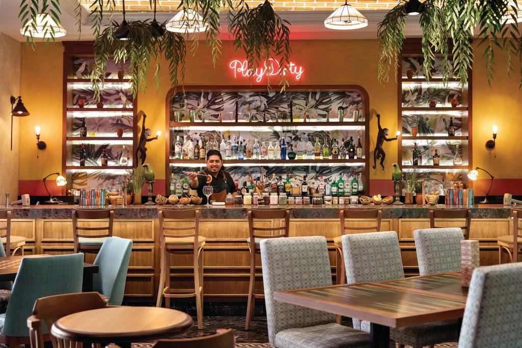 CZMPC_La_Mejorada_Bar_Bartender_3