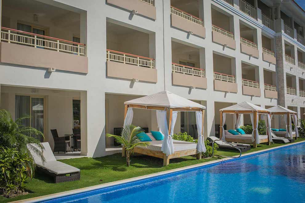 Family-Club-Swim-Up-Suite-terrace