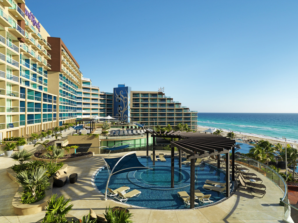 HRH Cancun Breeze terrace pool 011915