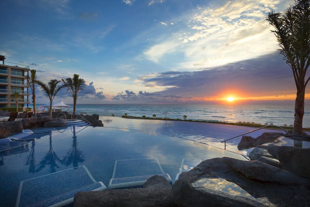 HRH Cancun Pool_Sunset 113012