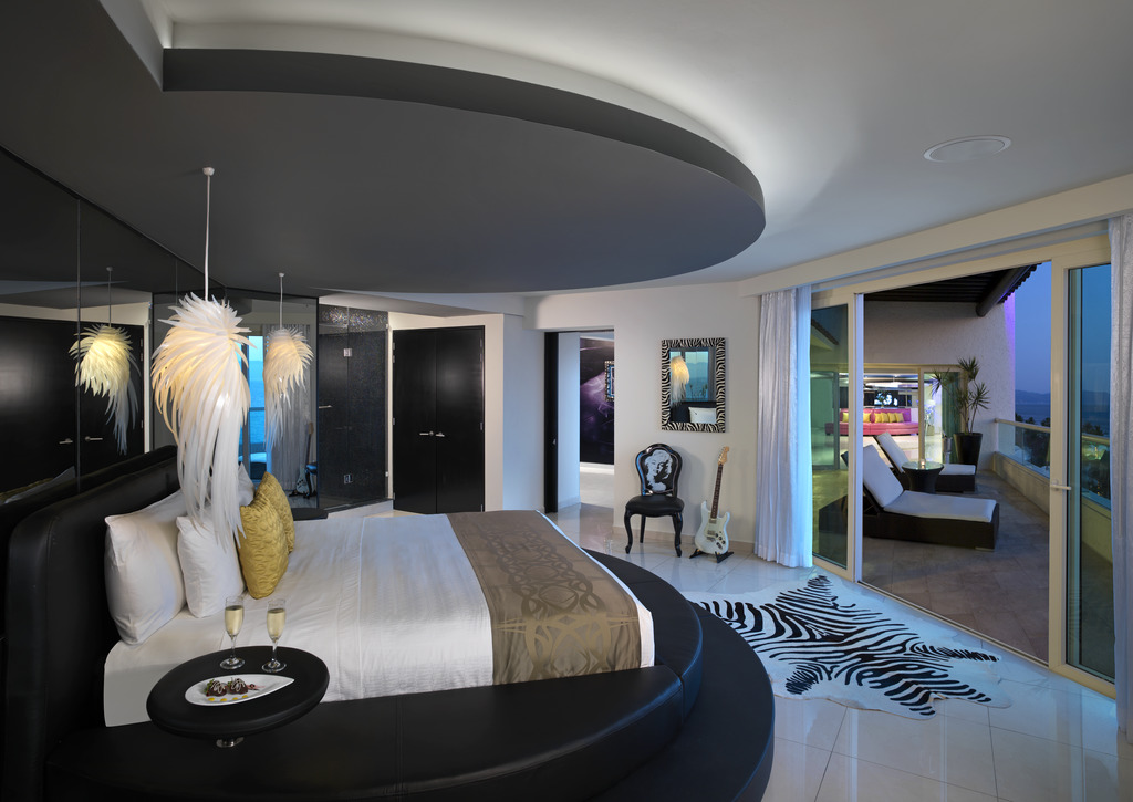 HRHV_RockStarSuite_Bedroom