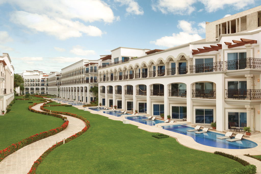 Hilton-Playa-del-Carmen-Outdoor-Swim-Up-Suites