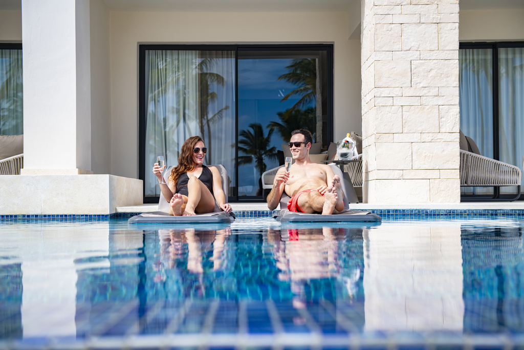 Hyatt-Zilara-Cap-Cana-Oceanfront-Junior-Suite-Swim-Up-Couple-3