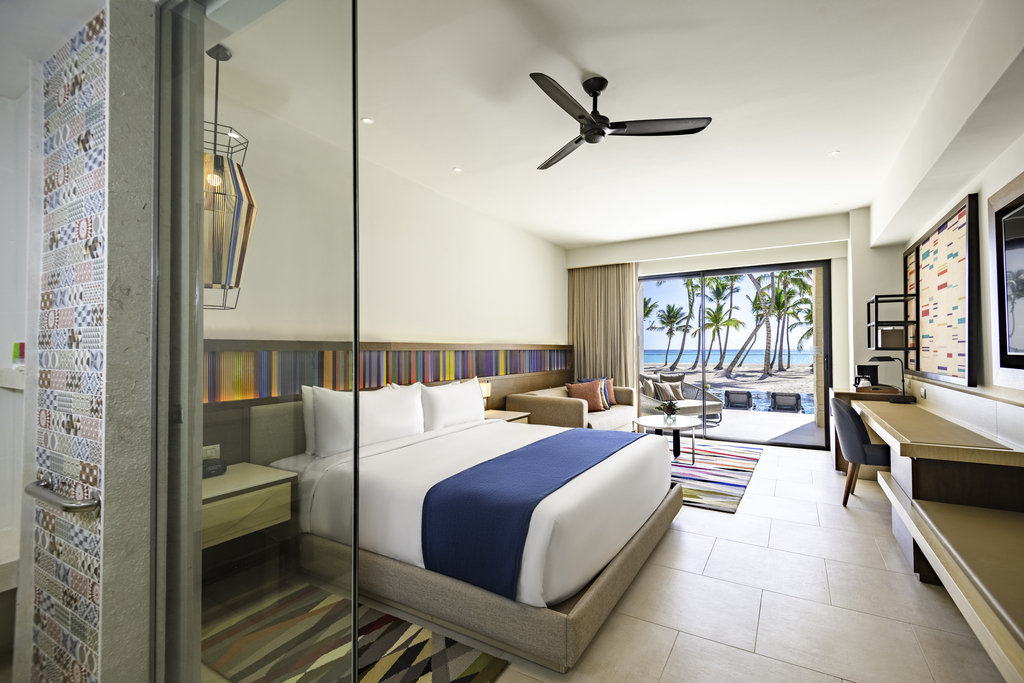 Hyatt-Zilara-Cap-Cana-Oceanfront-Junior-Suite-Swim-Up-King-Room-3