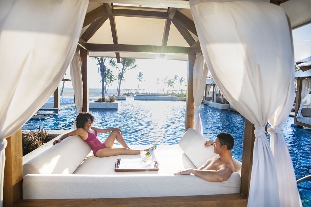Hyatt-Zilara-Cap-Cana-Pool-Couple-1