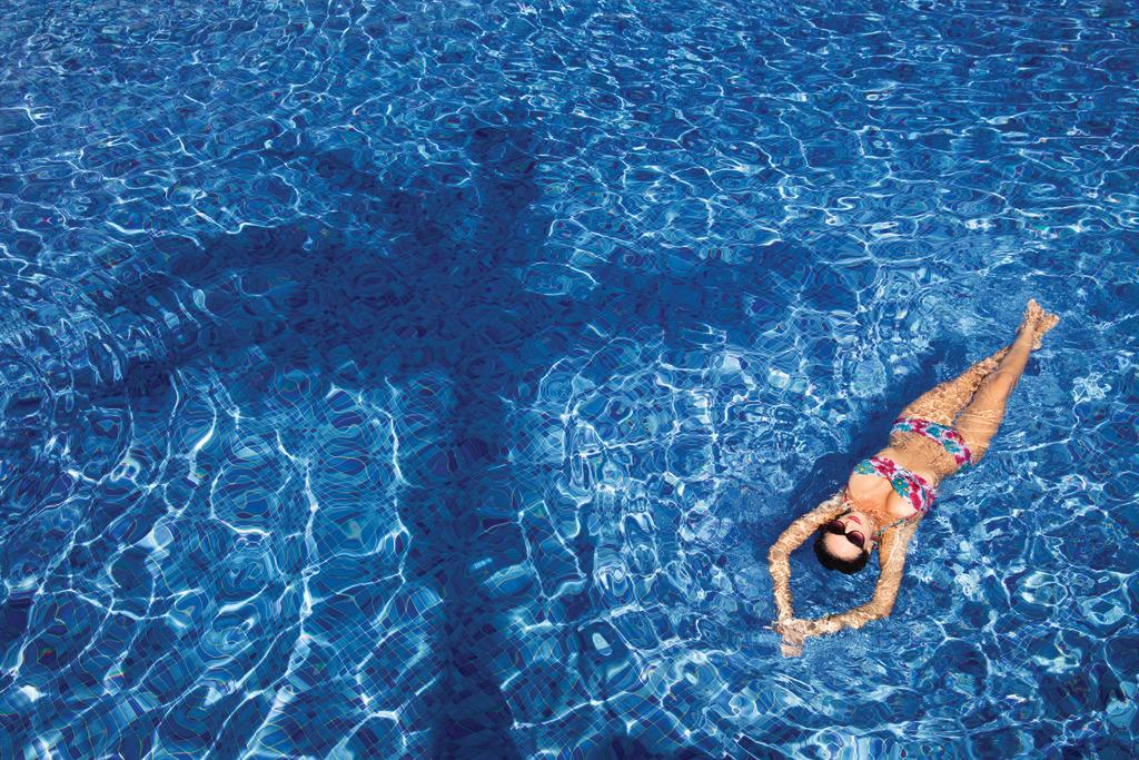 Hyatt-Ziva-Cancun-Pool-Girl-Floating
