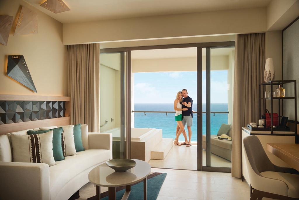 Hyatt-Ziva-Cancun-Turquoize-Sky-Ocean-Front-Master-Balcony-Couple