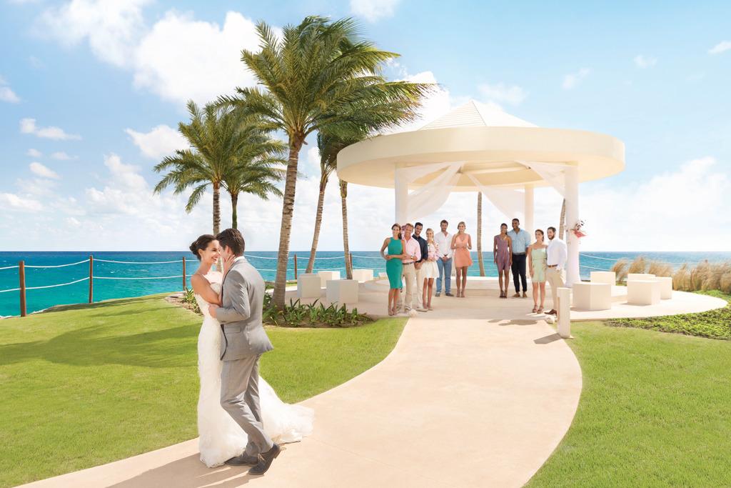 Hyatt-Ziva-Cancun-Wedding-Gazebo-With-Guests-5