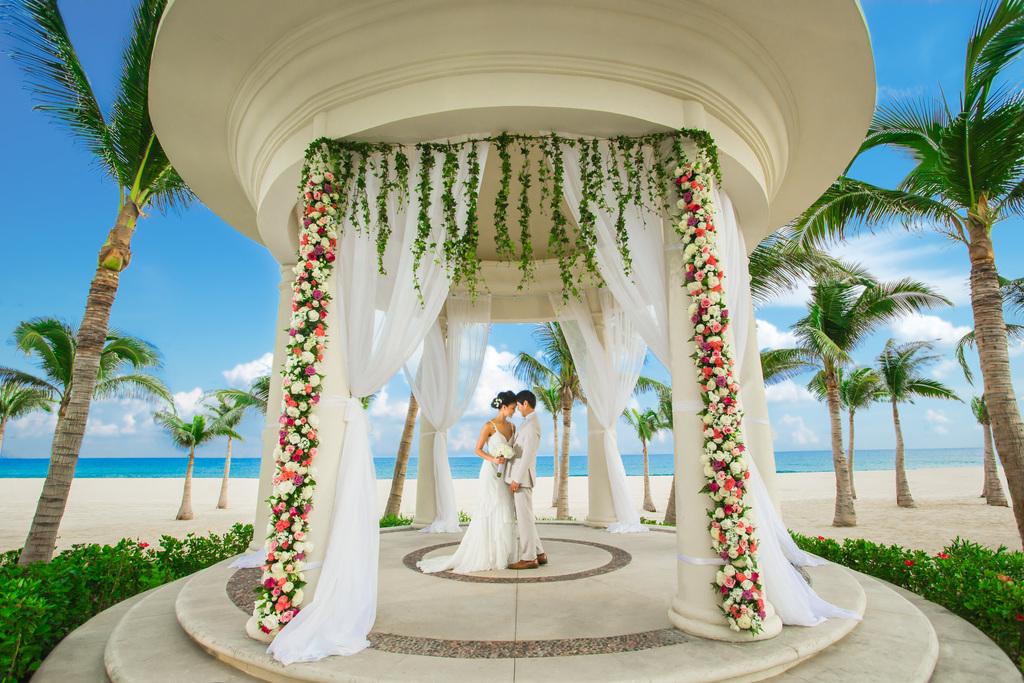 Hyatt-Ziva-Los-CaBos-Wedding-Gazeb-Couple-2