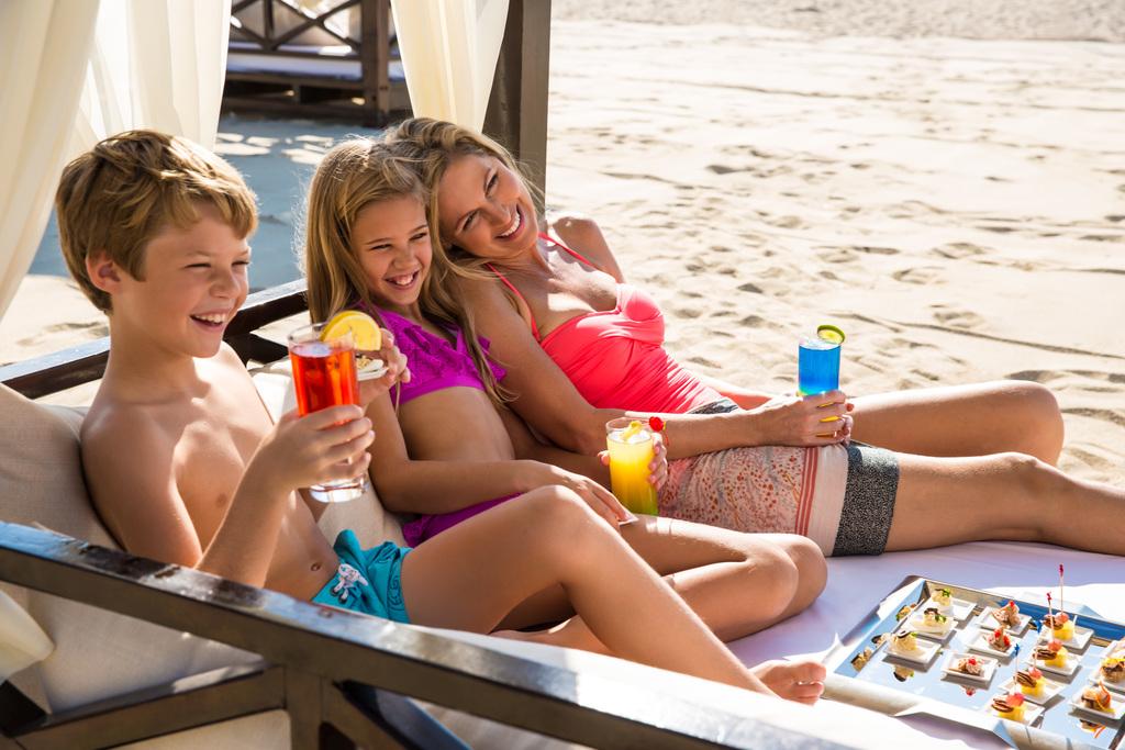Hyatt-Ziva-Los-Cabos-Beach-Cabana-Family-Service-5