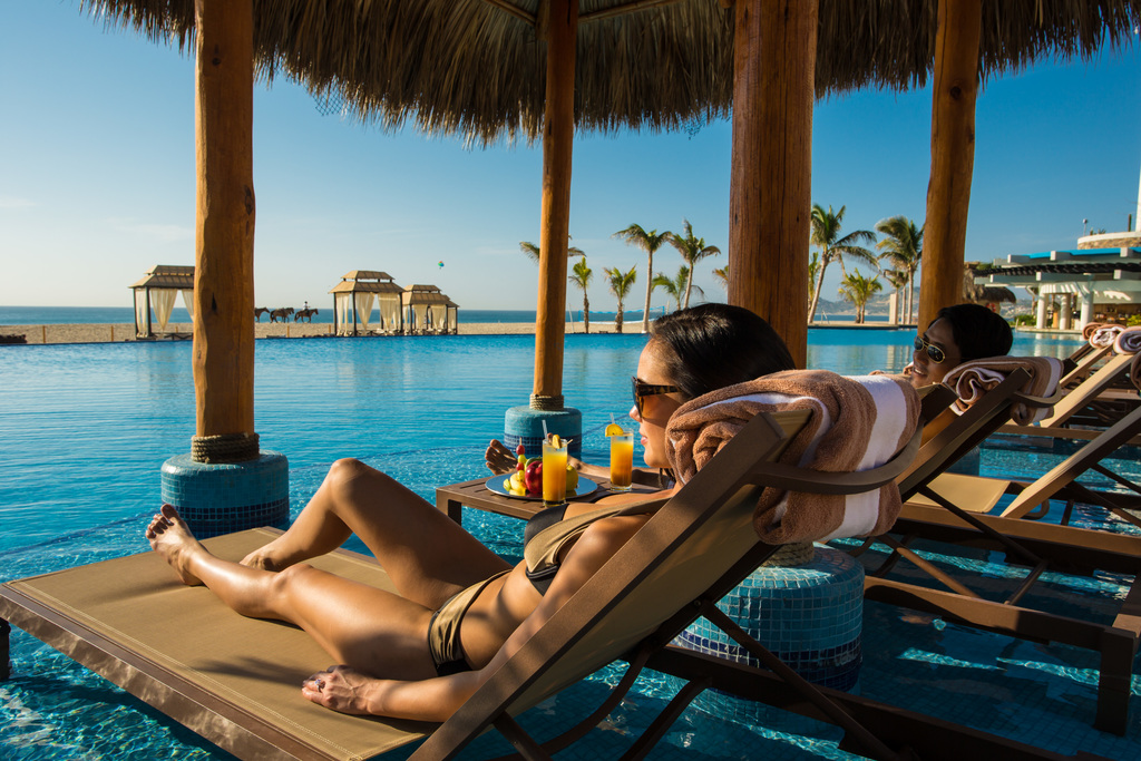 Hyatt-Ziva-Los-Cabos-Infinity-Pool-Couple-Relaxing