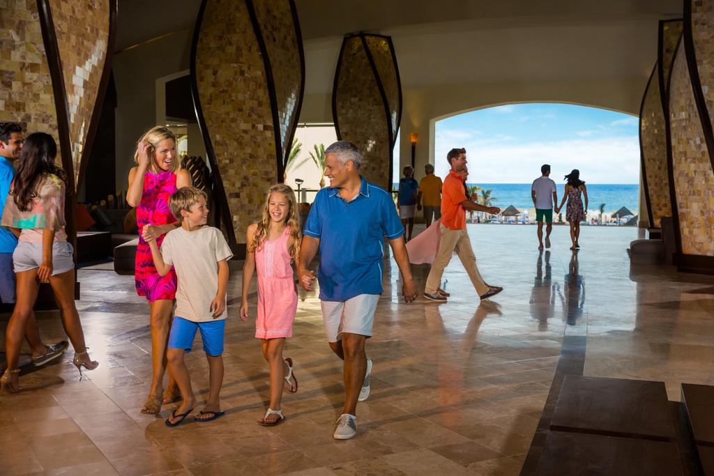 Hyatt-Ziva-Los-Cabos-Lobby-Family