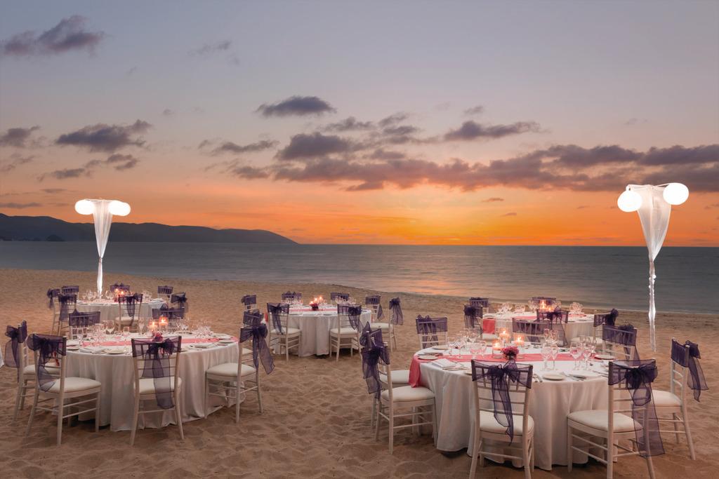 Hyatt-Ziva-Puerto-Vallarta-Beach-Wedding-Reception