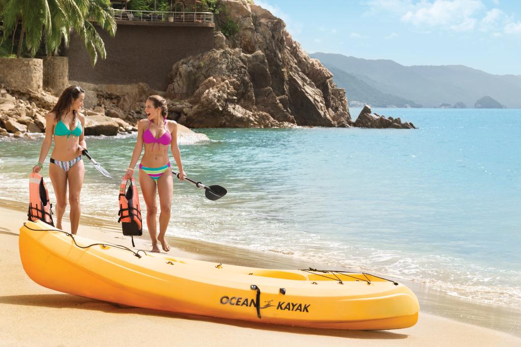 Hyatt-Ziva-Puerto-Vallarta-Kayak-Girls-2
