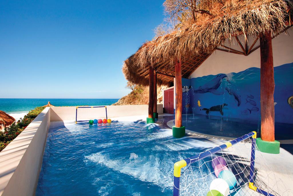 Hyatt-Ziva-Puerto-Vallarta-Kidz-Club-Pool