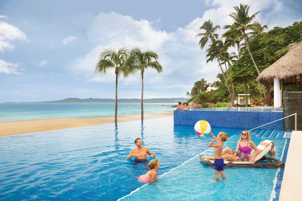 Hyatt-Ziva-Puerto-Vallarta-Main-Pool-Family-5
