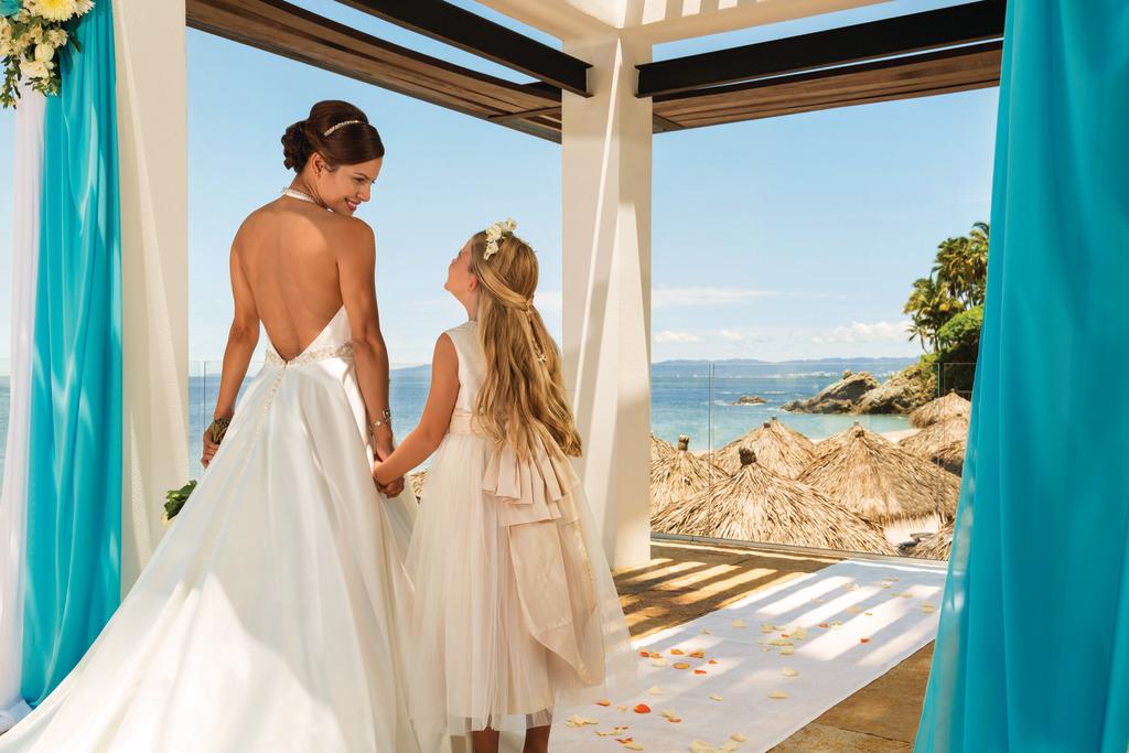 Hyatt-Ziva-Puerto-Vallarta-Wedding-Gazebo-Bride-and-Flowergirl
