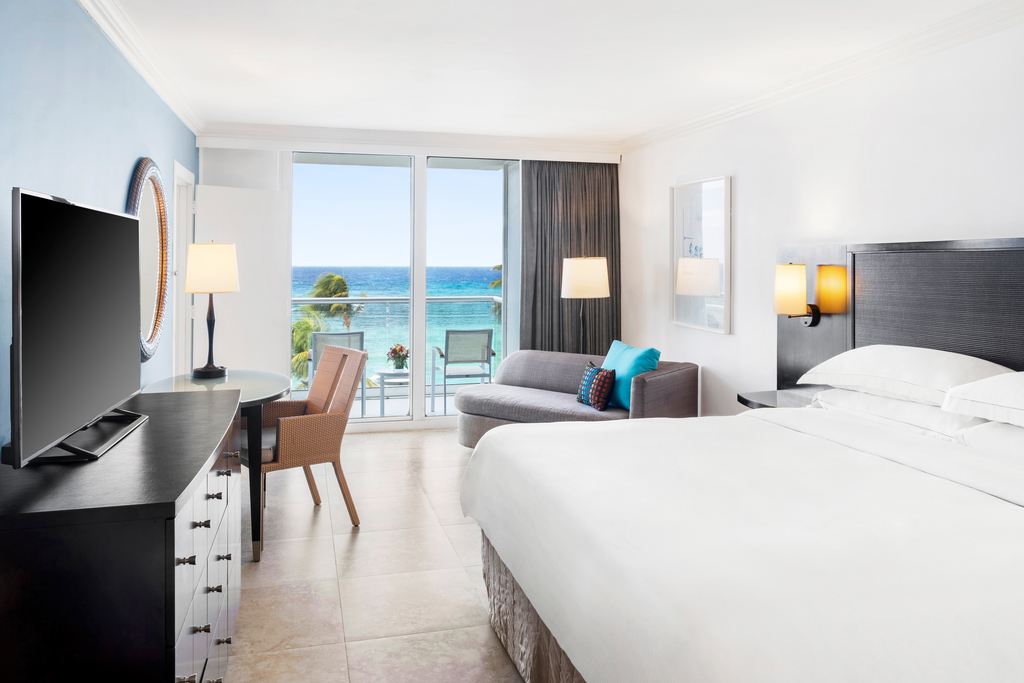 MBJRHHF_Oceanfront_Caribbean_Suite_Bedroom
