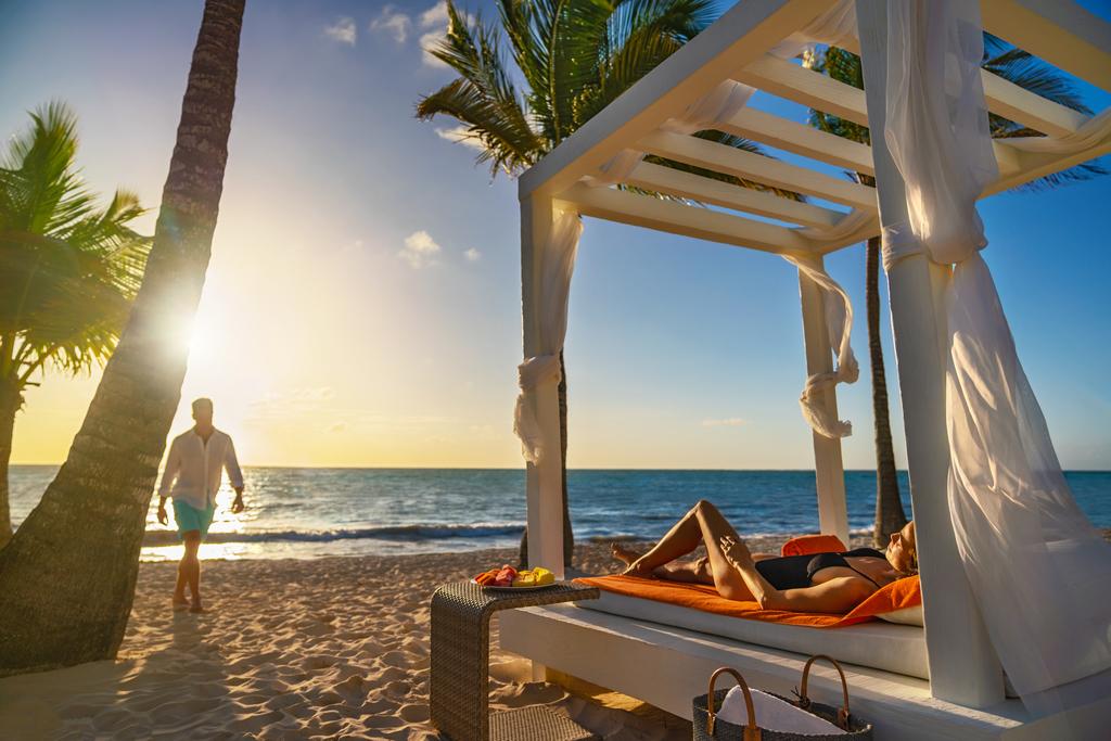 Sanctuary-Cap-Cana-Beach-Cabana-Couple