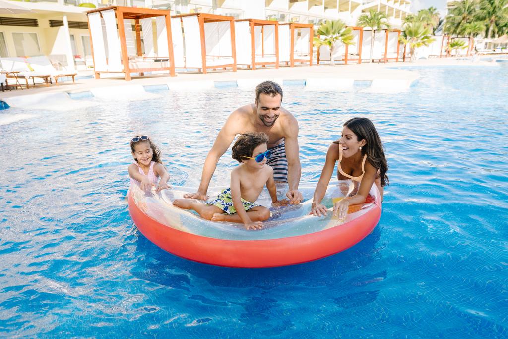 AZRC_Family-Pool-Fun