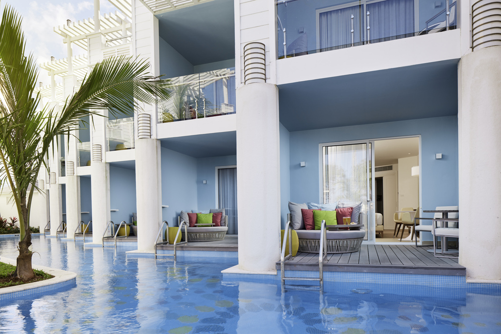 AzulBeachNegril – Premium Swim up Section Jamaica