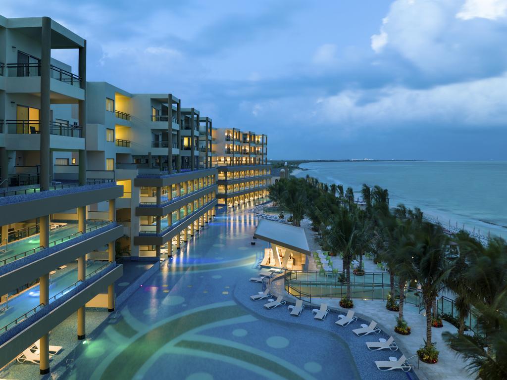 Generations Riviera Maya –  GRRM-Pool-Evening