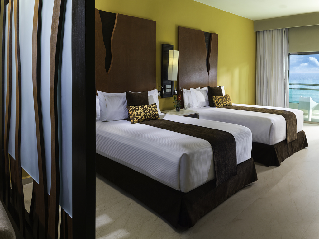 GRRM-Two-Bed-Jacuzzi-Suite-18581-Bedroom