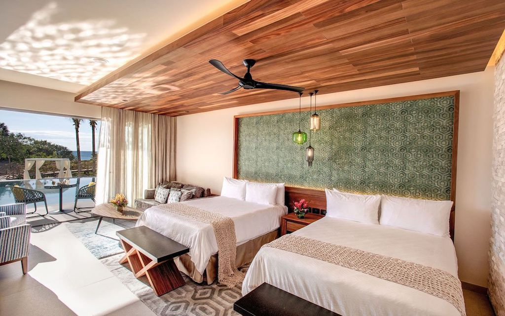 Palamaia – queen-swim-out_room