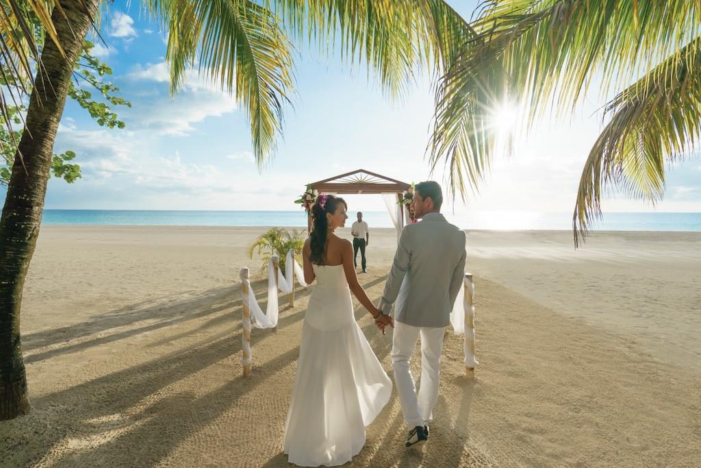 couples-sweptaway-weddings2-1_jktclean-5e5840e19f8d0-1500×1000