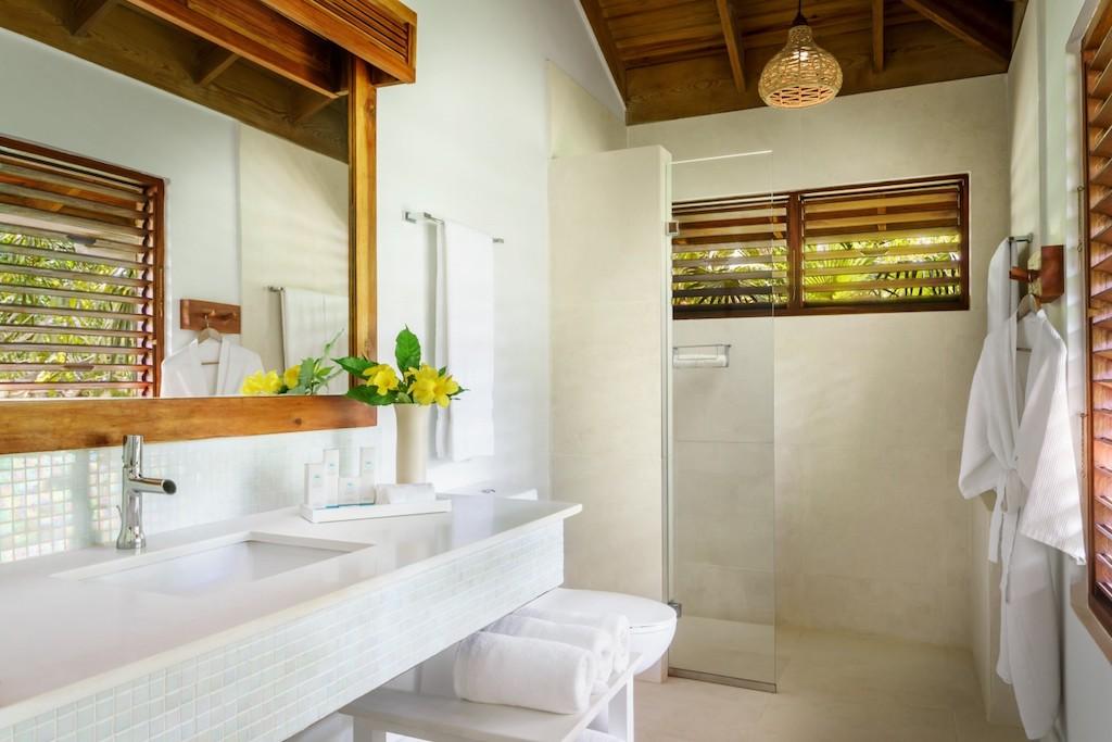 csa-premier-beachfront-suite-bathroom-5969176bd1384-5e4c0ee72f47e-1500×1000