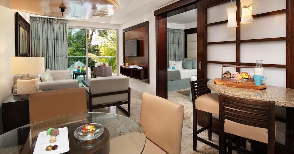 15001ParadisusPalmaRealTHR-One_Bedroom_Suite_Family_Concierge