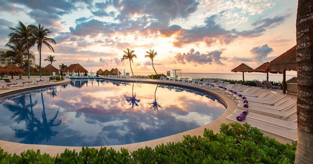 206ParadisusCancun-Main_Pool_Sunrise