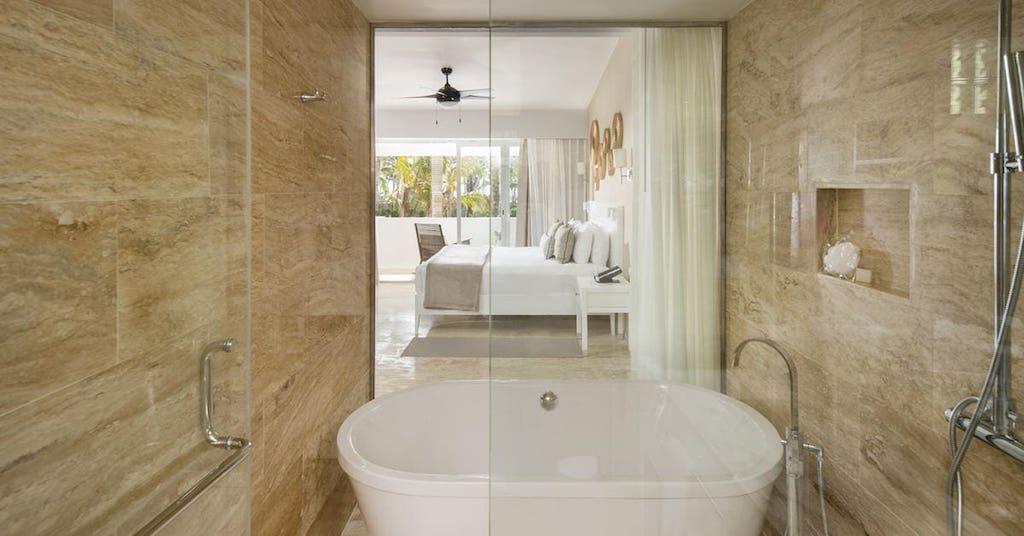 88107cMeliaPuntaCanaBeach-TheLevel_Royal_Suite_bathtub