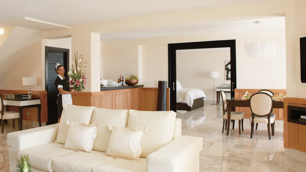 LL-EX-imperial-luxury-jacuzzi-cancun-suite
