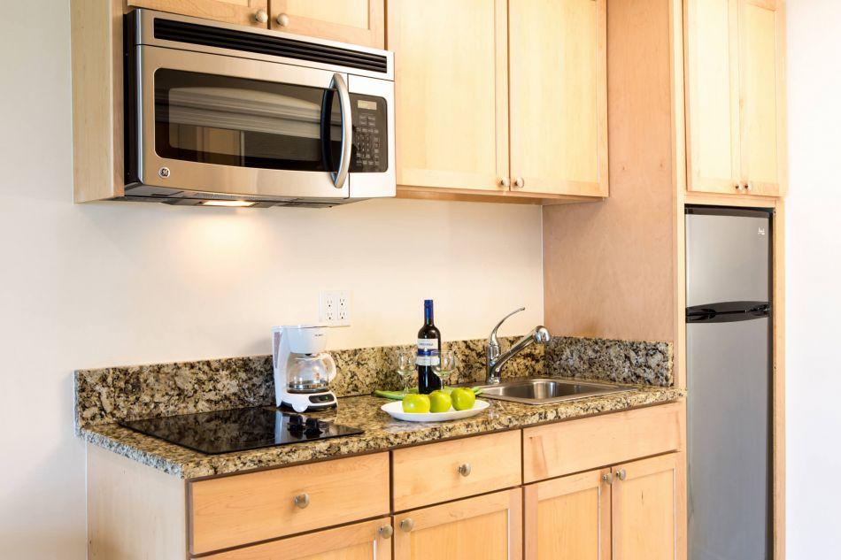 bb-studio-beachfront-kitchenette1466185701