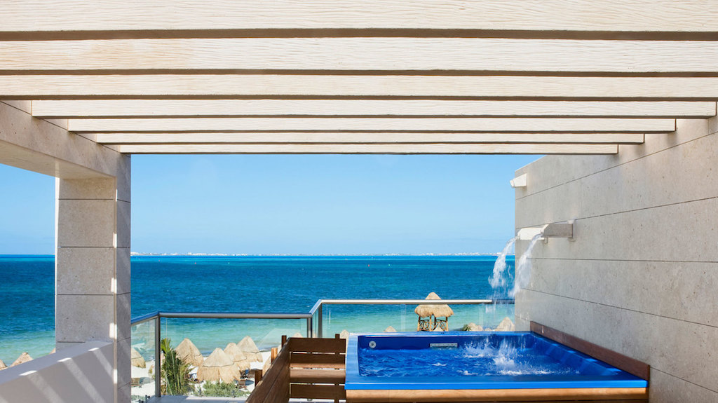 rr-beloved_PM-honeymoon-suites-with-private-pool