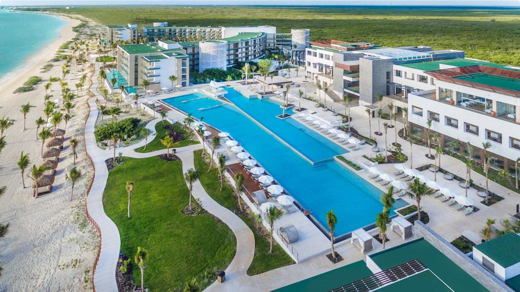 cta_Haven_riviera-cancun-main-pool-signature_orig