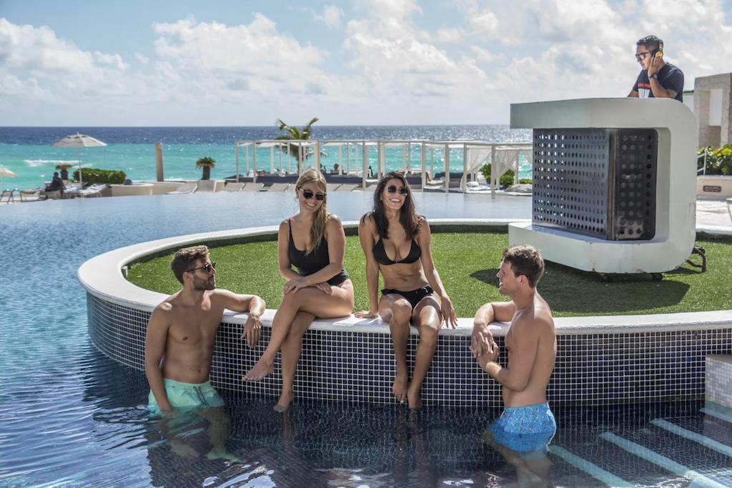 Sandos_cancun_Pool_95-min